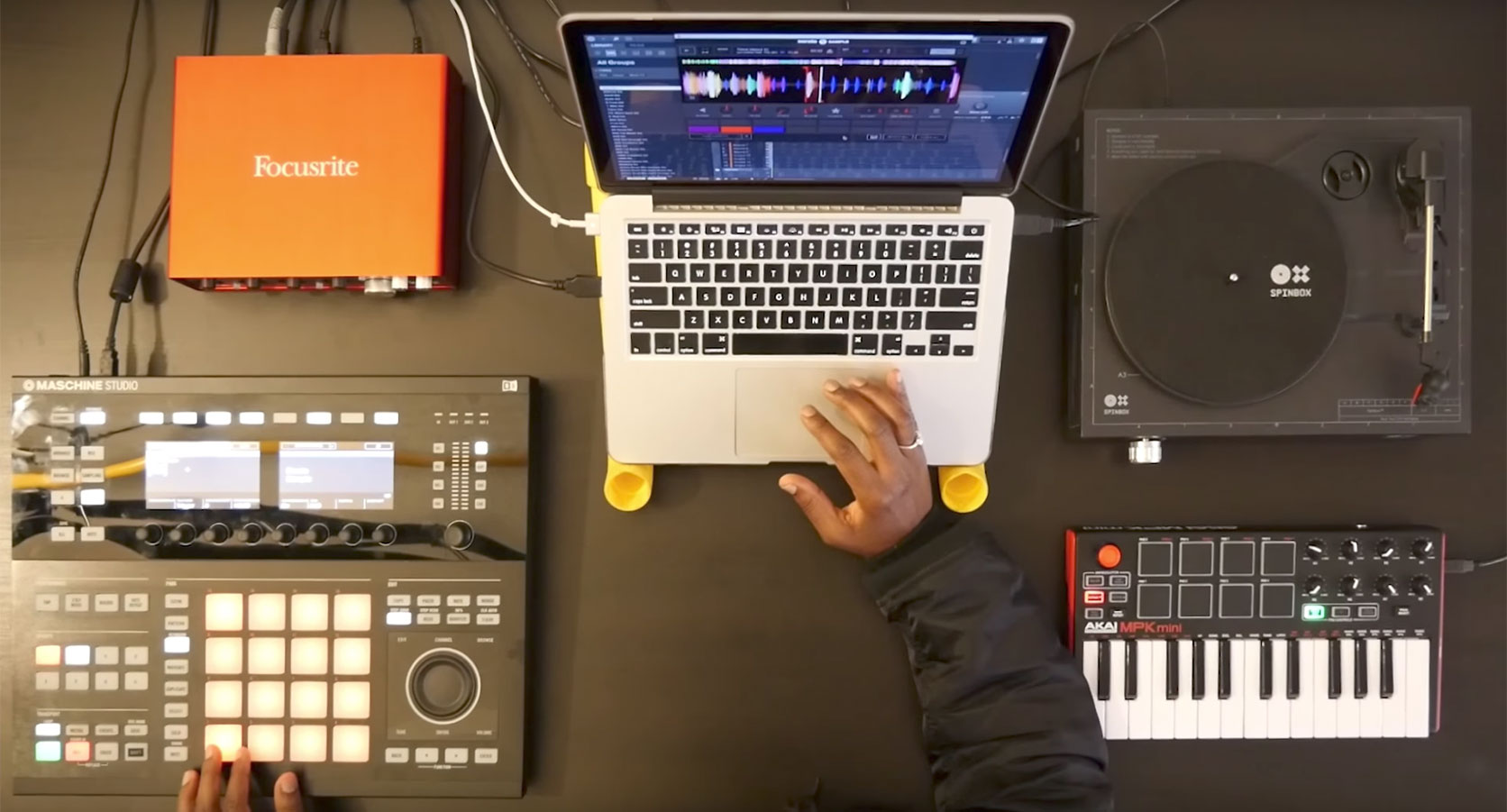 6. How to use Maschine hardware with Serato Sample